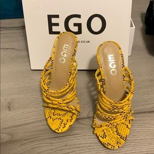 Never worn brand new yellow snake skin heels...